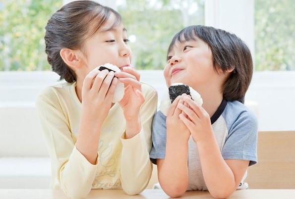 L'il Critters Calcium với Vitamin D cung cấp lượng canxi cần thiết mỗi ngày cho trẻ nhỏ