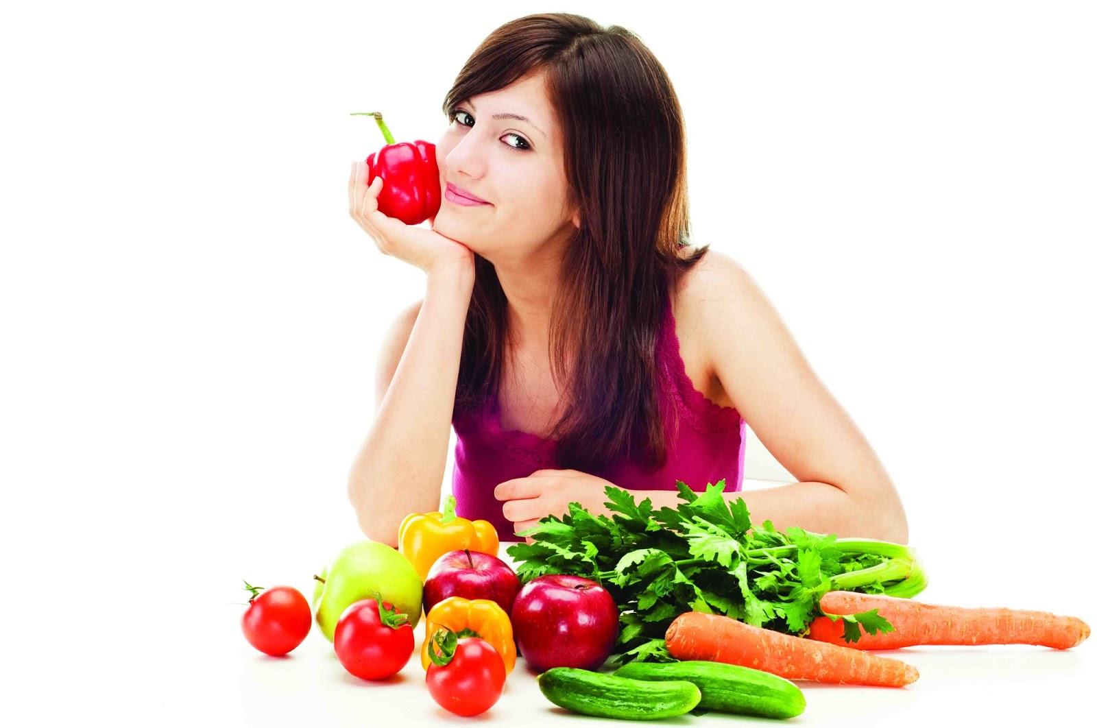 Sản phẩm chiết xuất tự nhiên từ trái cây và rau củ giúp cơ thể nữ giới tràn đầy sức sống
