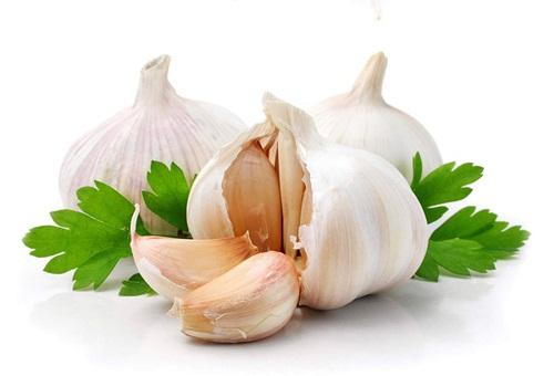 Cách chữa rạn da bằng lòng trắng trứng và tỏi