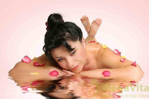 Cách sử dụng nước hoa hồng giữ lâu mùi hương