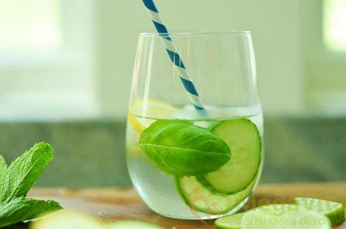 Nên uống gì để mát gan không bị nổi mụn