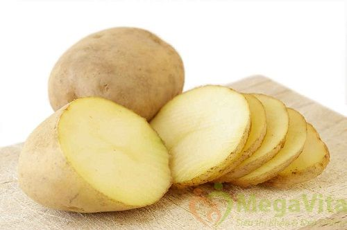 Xóa nếp nhăn vùng mắt bằng mặt nạ khoai tây và cà rốt