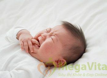 Theo nghiên cứu y khoa thì hiện tượng bé ra nhiều mồ hôi lưng khi ngủ