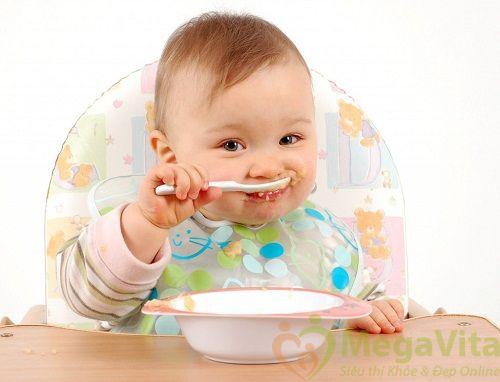 Trẻ bao nhiêu tháng tuổi thì được ăn dặm