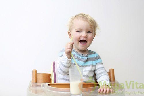Bé bao nhiêu tháng tuổi thì được uống sữa tươi