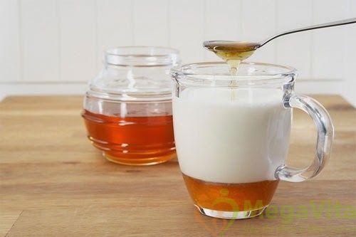 Cách làm trắng đẹp da mặt bằng sữa chua không đường