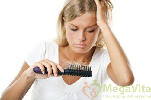 Nguyên nhân gây rụng tóc nhiều ở phụ nữ