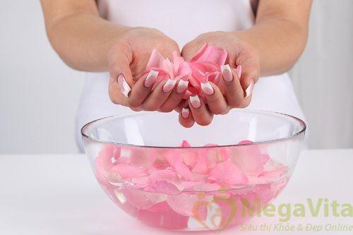 Có nên dùng nước hoa hồng hàng ngày không?