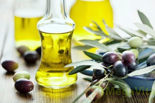 Điều trị mụn bằng cách rửa mặt với dầu ô liu