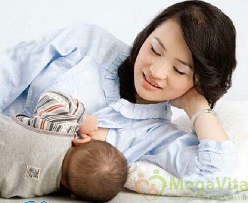 Mẹ đang cho con bú có dùng mỹ phẩm được không ?