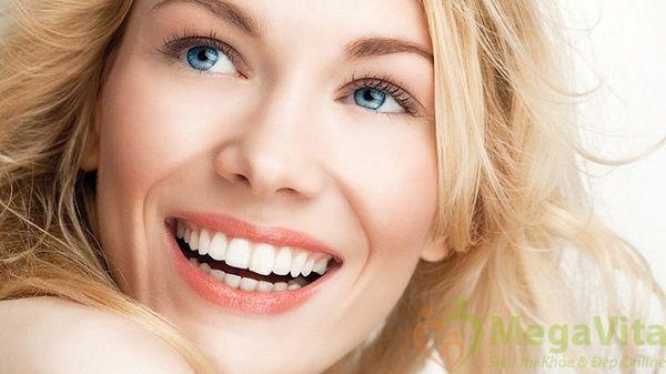 Miếng dán làm trắng răng crest 3d và kem đánh răng crest 3d loại nào tốt hơn ?