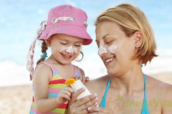 Kem chống nắng, bảo vệ làn da trẻ em spf 50+ baby sebamed của Đức tuýp 150ml