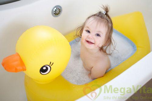 Dầu gội không cay mắt cho trẻ em baby sebamed childrens shampoo của Đức 500ml