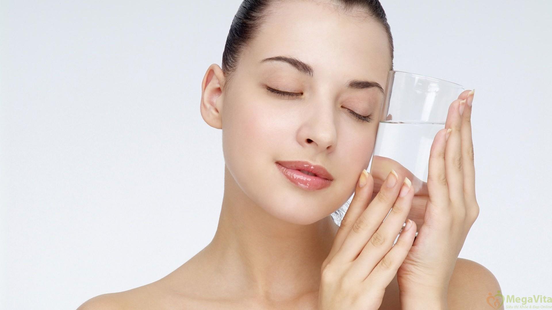 """Bác sĩ thẩm mỹ bunting cũng đồng tình và nhấn mạnh vào tính chống viêm của vitamin c """"vitamin c giải quyết gần như tất cả các vấn đề về da từ da lão hóa, làm trắng và giảm đi những đốm nâu trên da"""""""